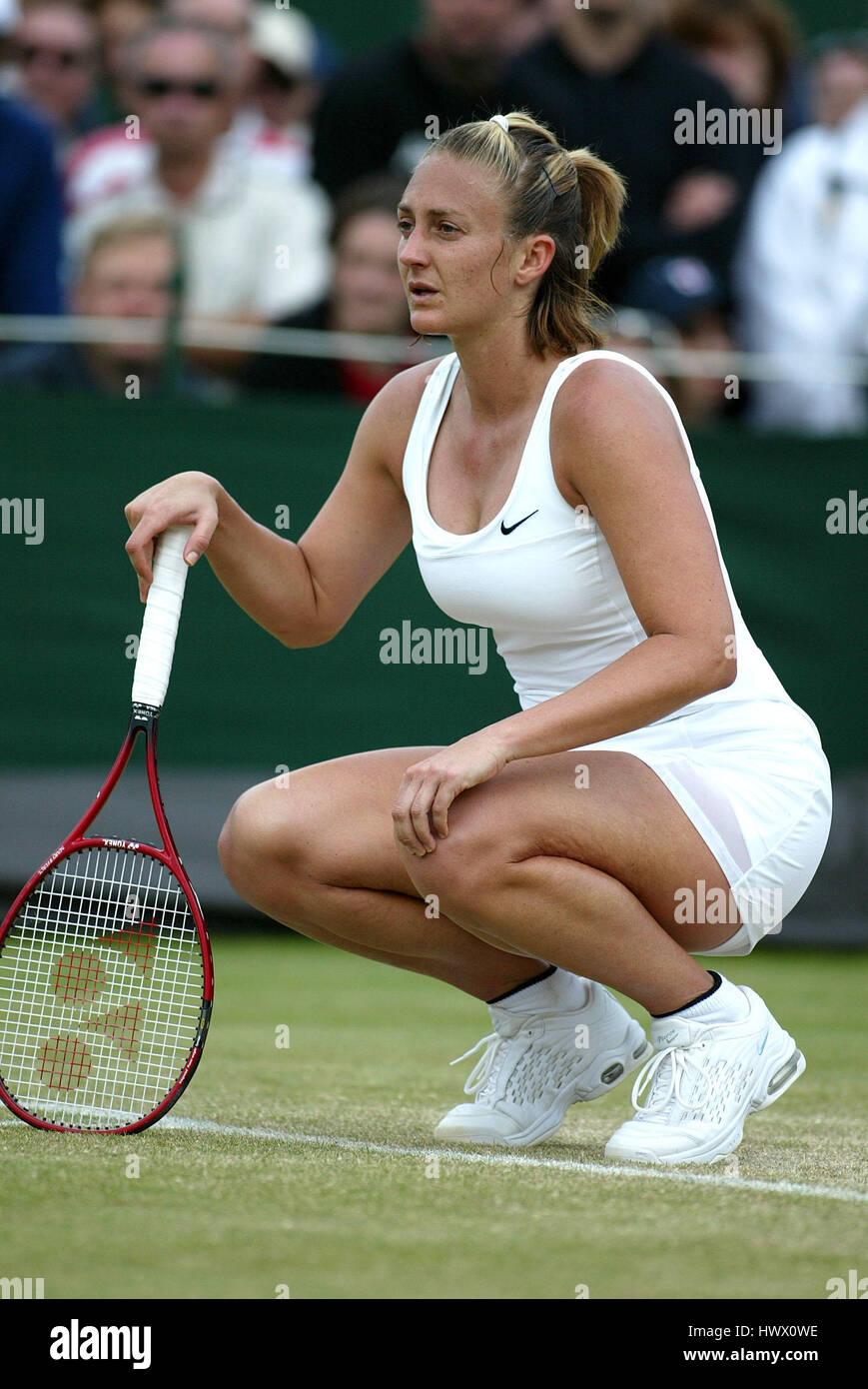 MARY PIERCE FRANCE WIMBLEDON WIMBLEDON LONDON 28 June 2002 Stock