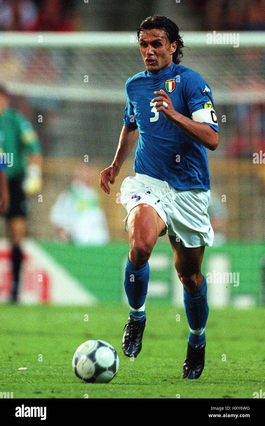 PAOLO MALDINI ITALY & AC MILAN FC 14 June 2000 Stock