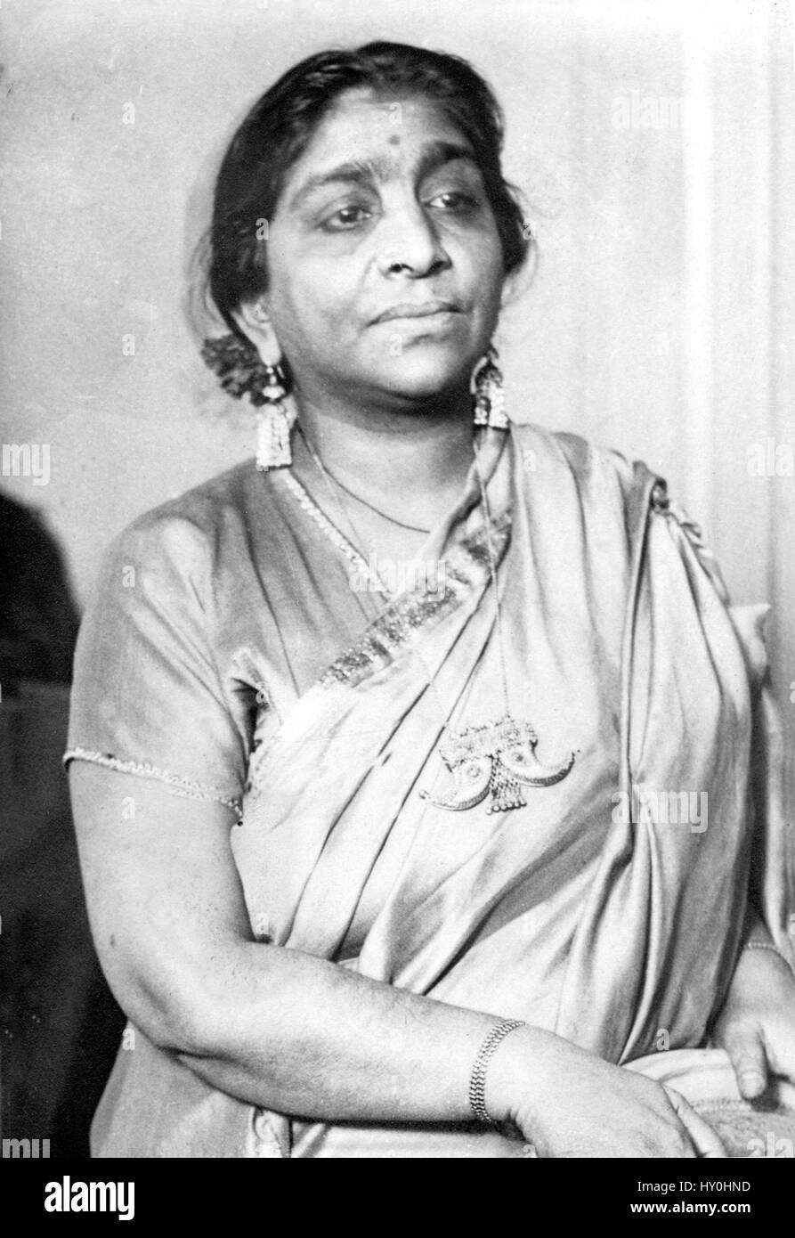 sarojini naidu Sarojini naidu introduction sarojini naidu was a great ideal of the india and great poetess of english language she played a significant role in india for its freedom, struggle and became the first woman governor of up.