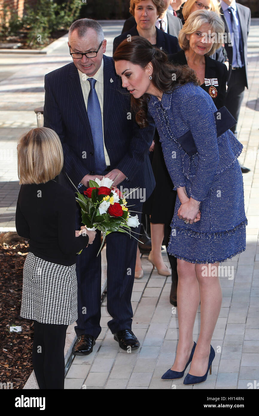 the duchess of cambridge visits ronald mcdonald house evelina