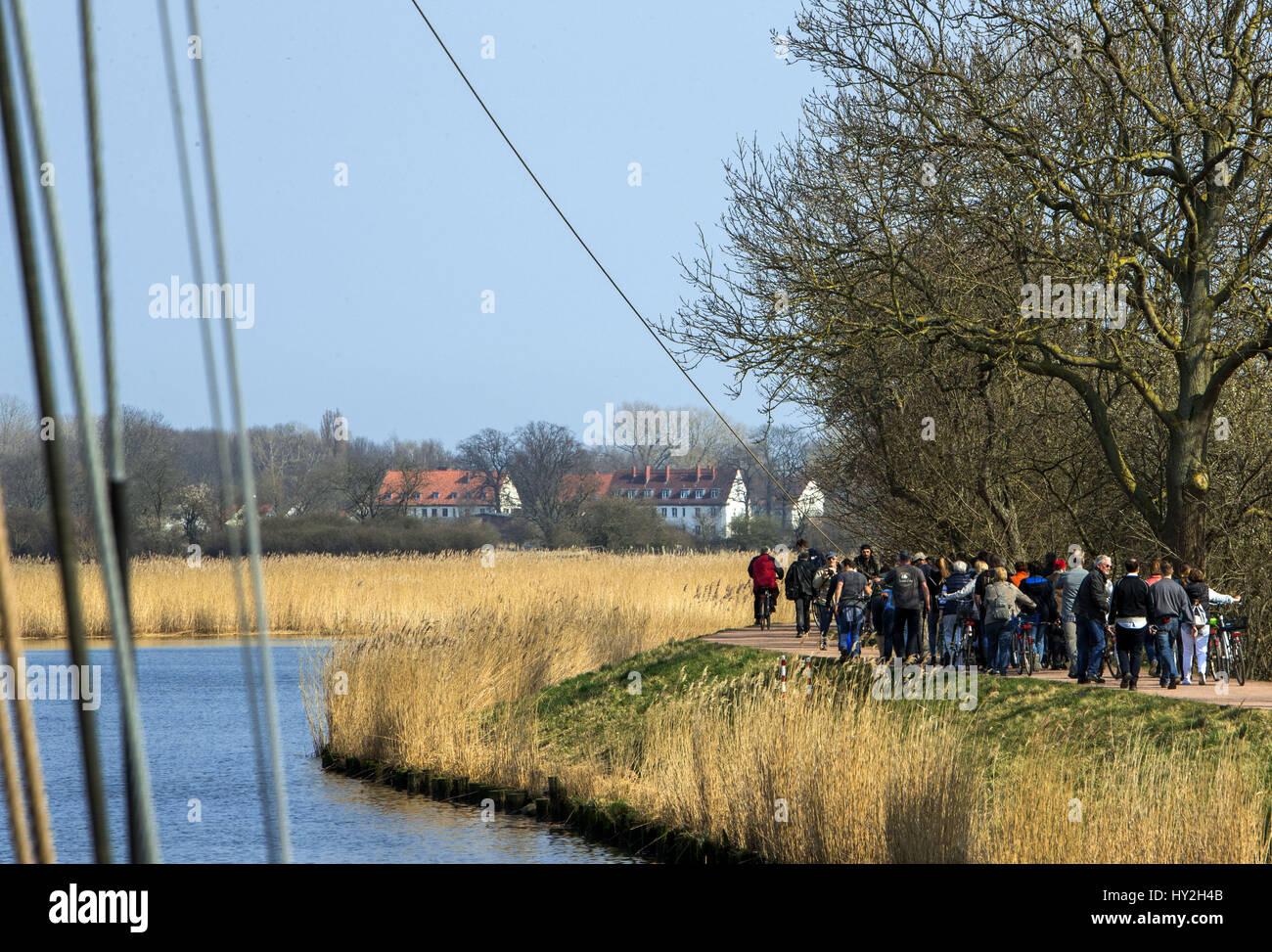 Greifswald, Germany. 1st Apr, 2017. Ten men pull the sailing ship ...