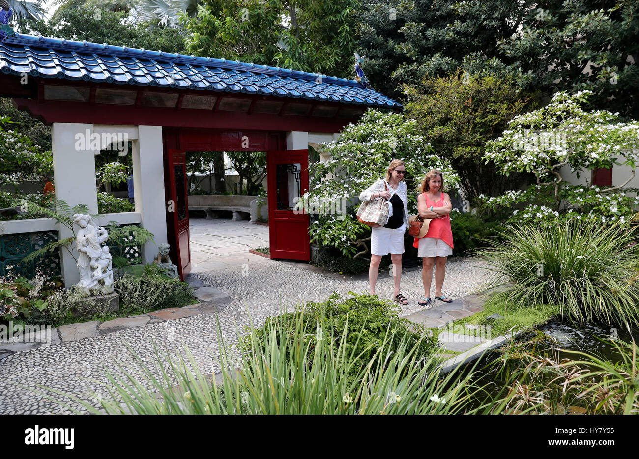 (170402)    PALM BEACH, April 2, 2017 (Xinhua)    People Visit The Chinese  Garden At The Palm Beachu0027s The Society Of The Four Arts In Palm Beach  Island, ...