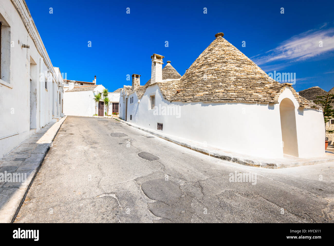 Unique Trulli houses with conical roofs. Trullo trulli : conical roofs - memphite.com