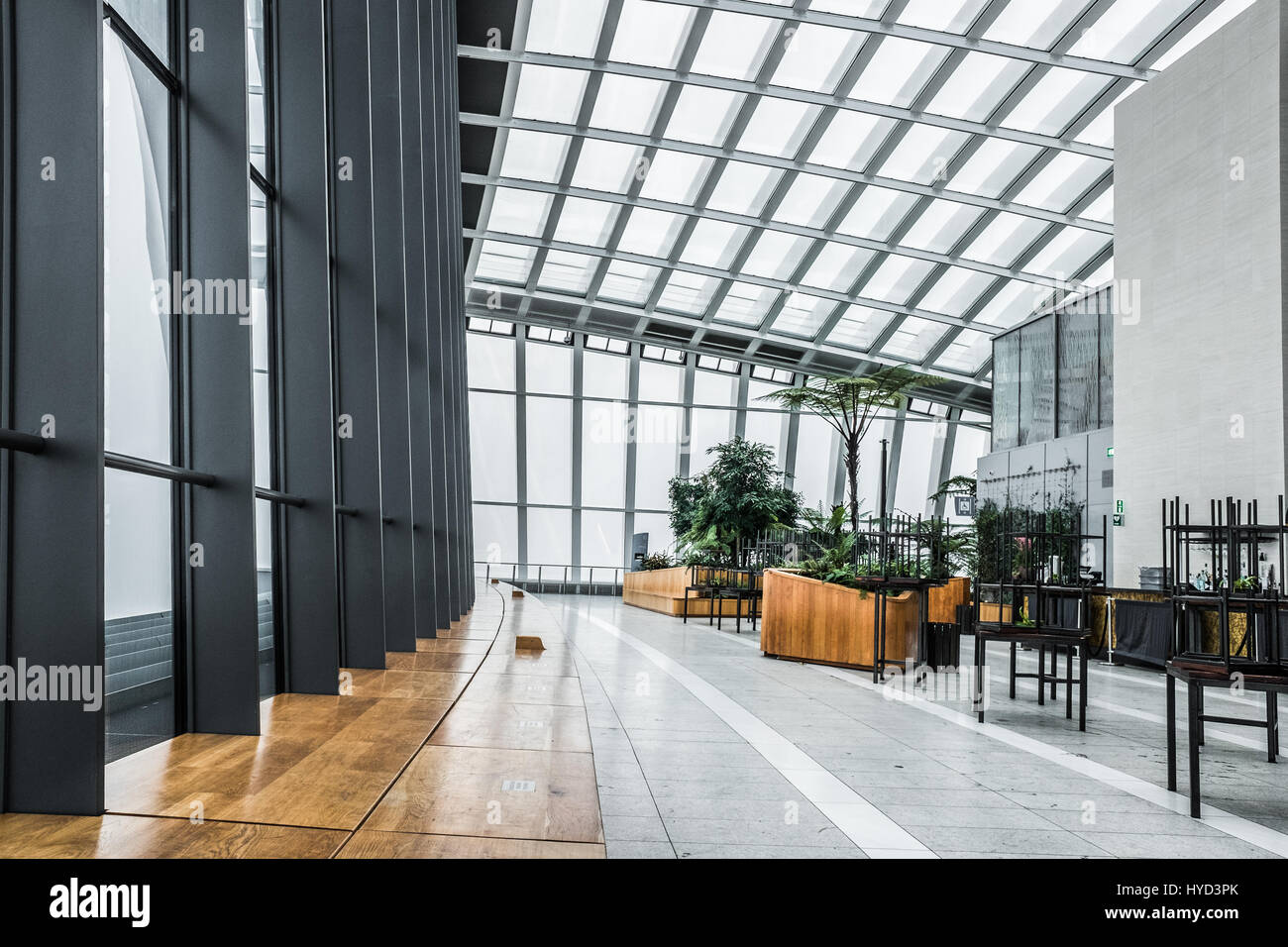The 39 36 City Garden Bar 39 Of The Sky Gardens At The Walkie Talkie Stock Photo 137356651 Alamy