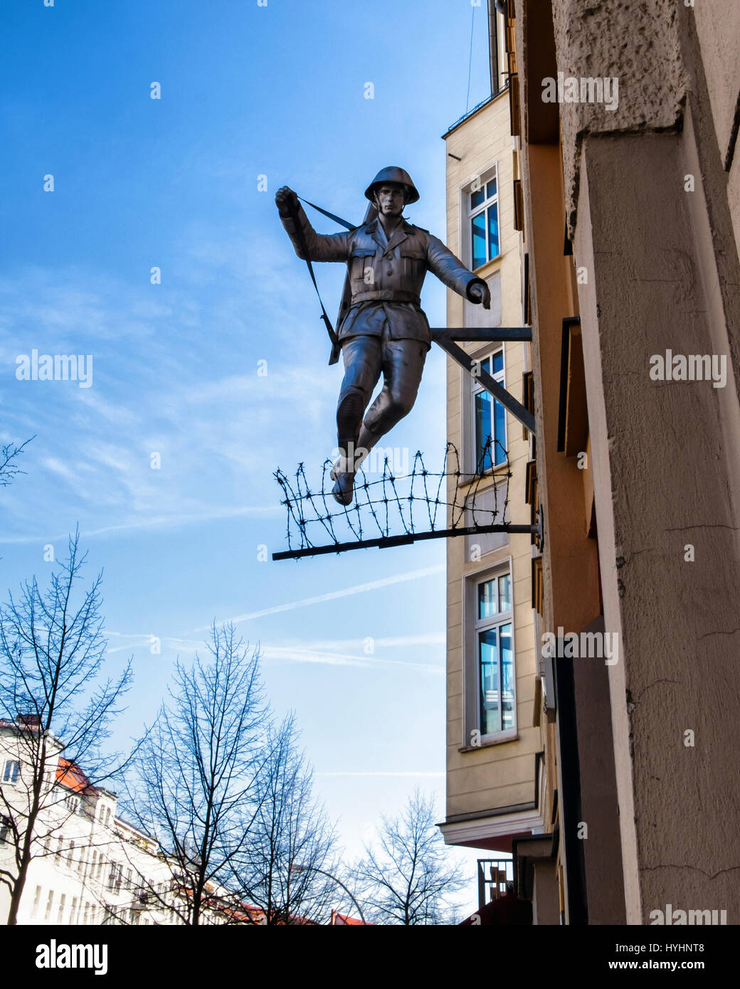 berlin mitte wall jumper jumping soldier sculpture east. Black Bedroom Furniture Sets. Home Design Ideas
