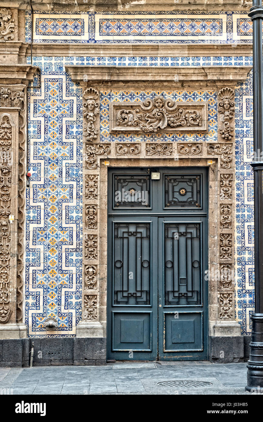 Exterior door casa de los azulejos house of tiles for Casa de los azulejos en mexico