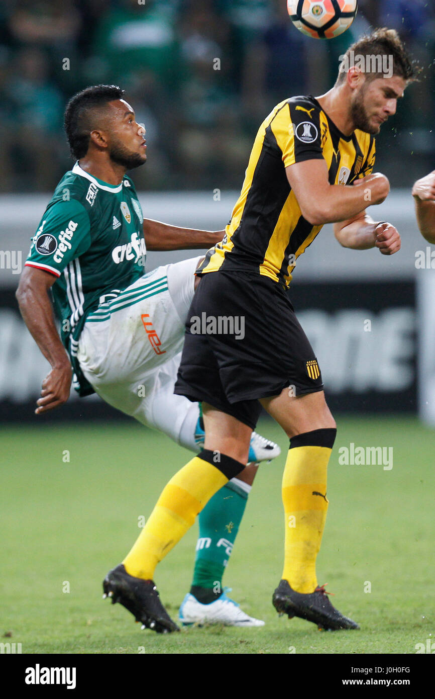 Palmeiras Miguel Borja L vies for the ball with Penarol s Stock