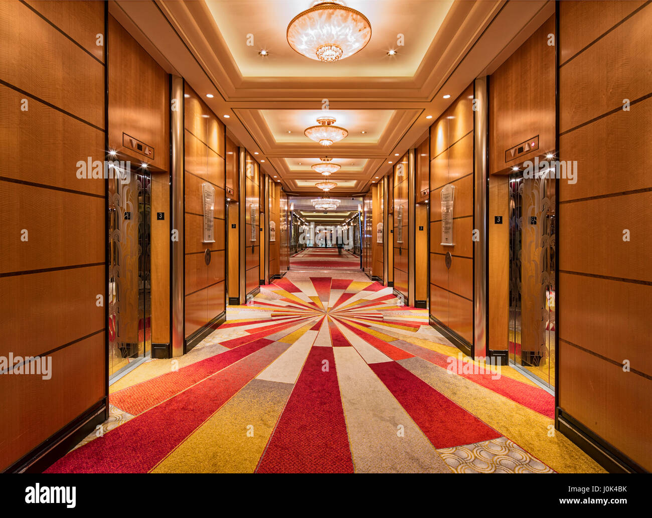 Lift lobby interior of the queen mary 2 cunard queen for Queen mary 2 interieur