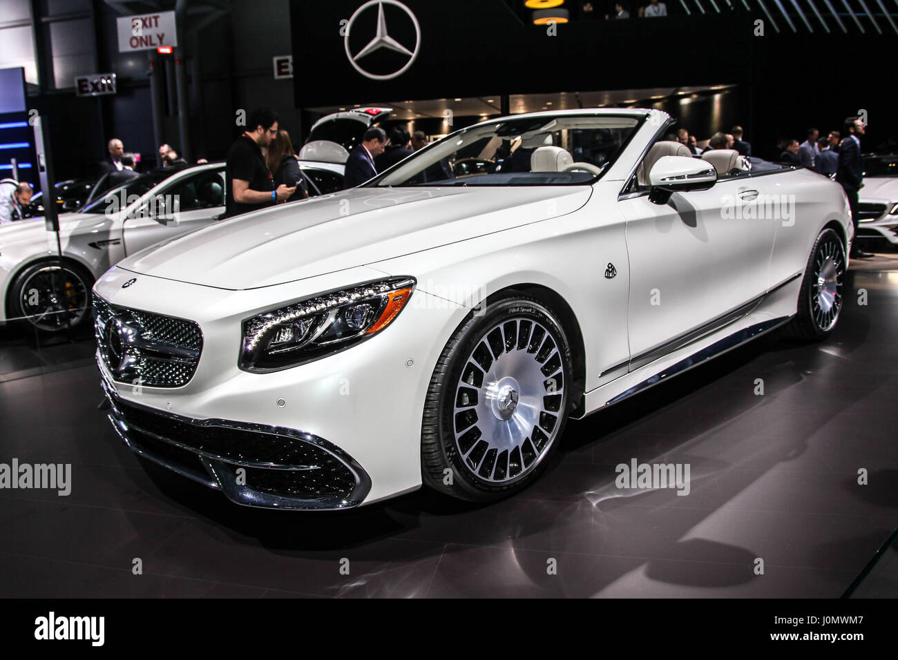 Mercedes benz maybach s 650 cabriolet shown at the new for Mercedes benz 650