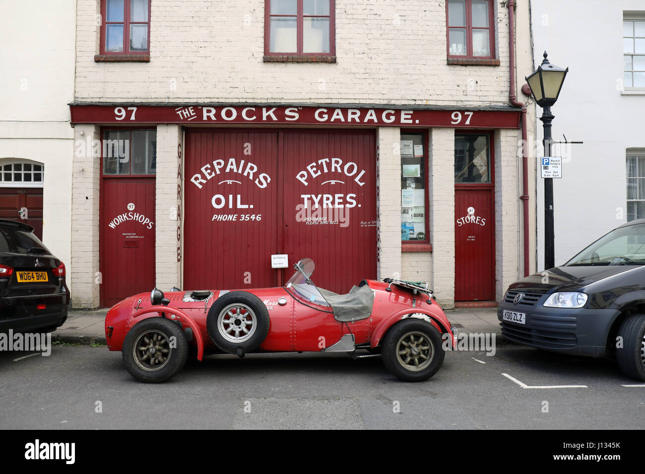 Old Style Garage Stock Photos & Old Style Garage Stock Images - Alamy