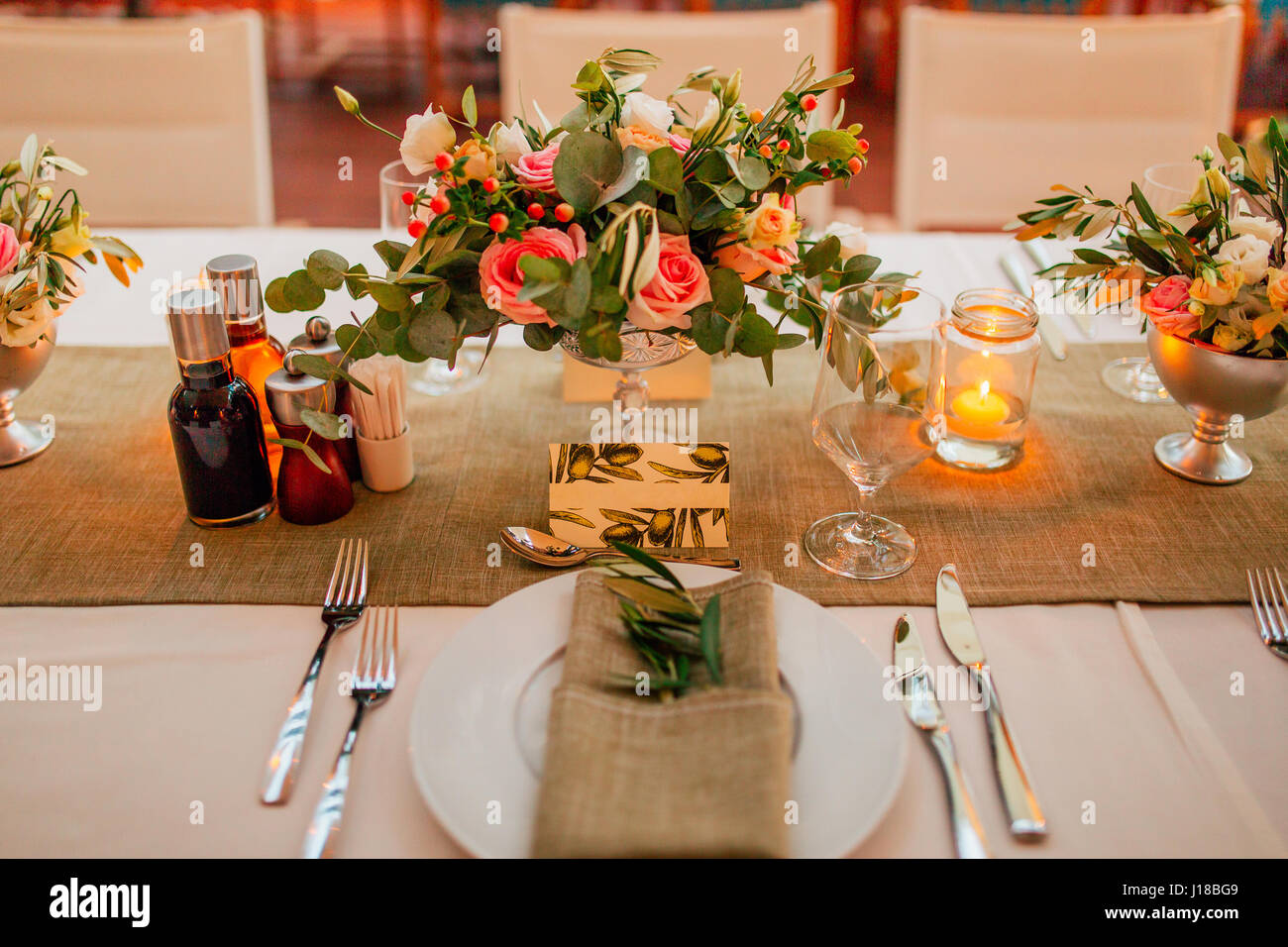 Flower compositions on the wedding table in rustic style wedding flower compositions on the wedding table in rustic style wedding decorations with their own hands junglespirit Images