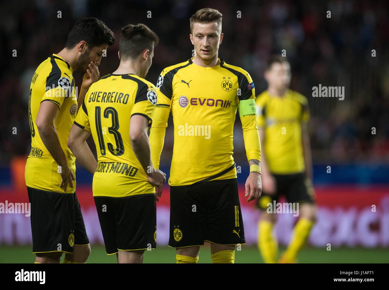 dpatop Borussia Dortmund s Marco Reus R Raphael Guerreiro and