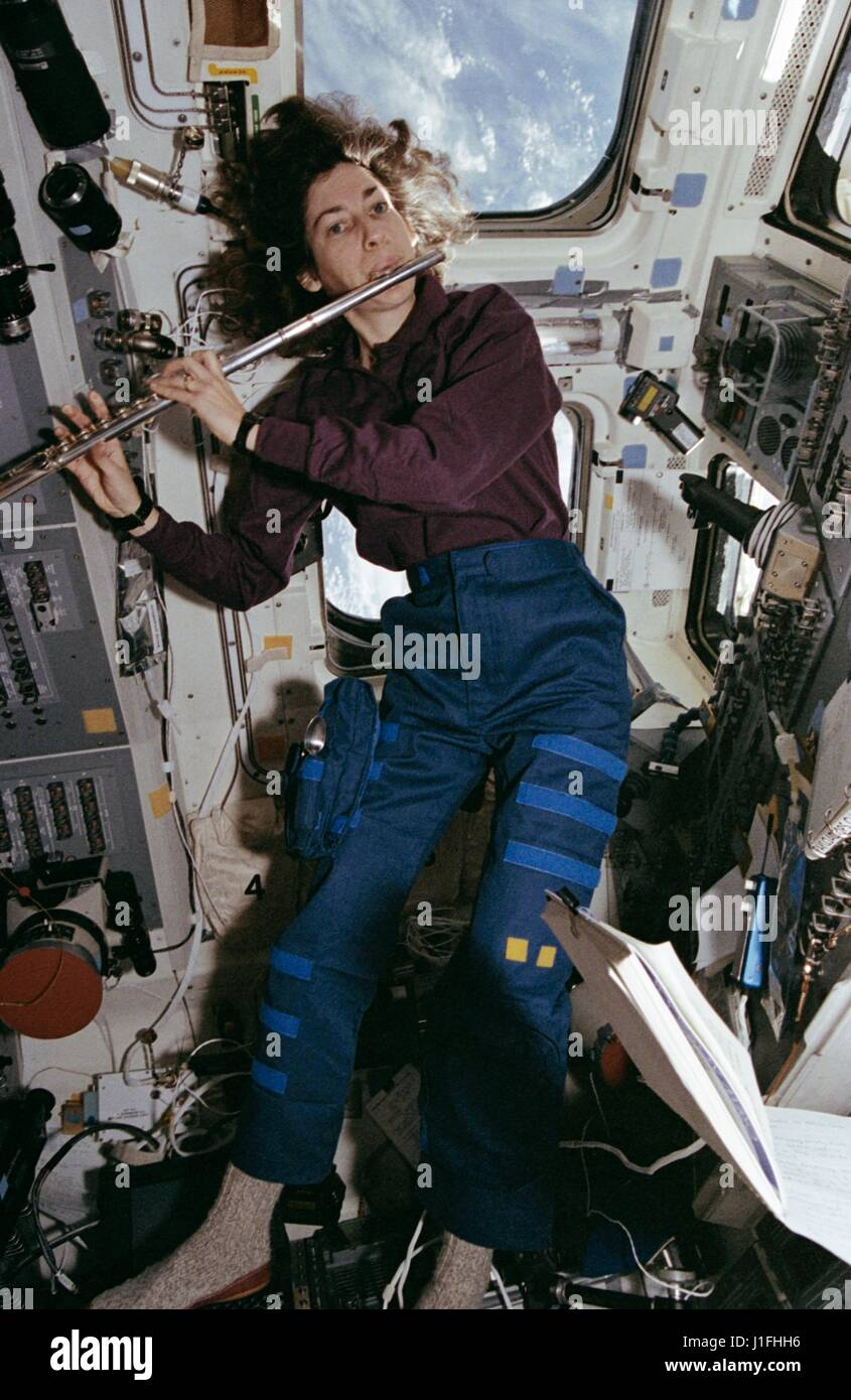 ellen ochoa on space shuttle discovery - photo #22