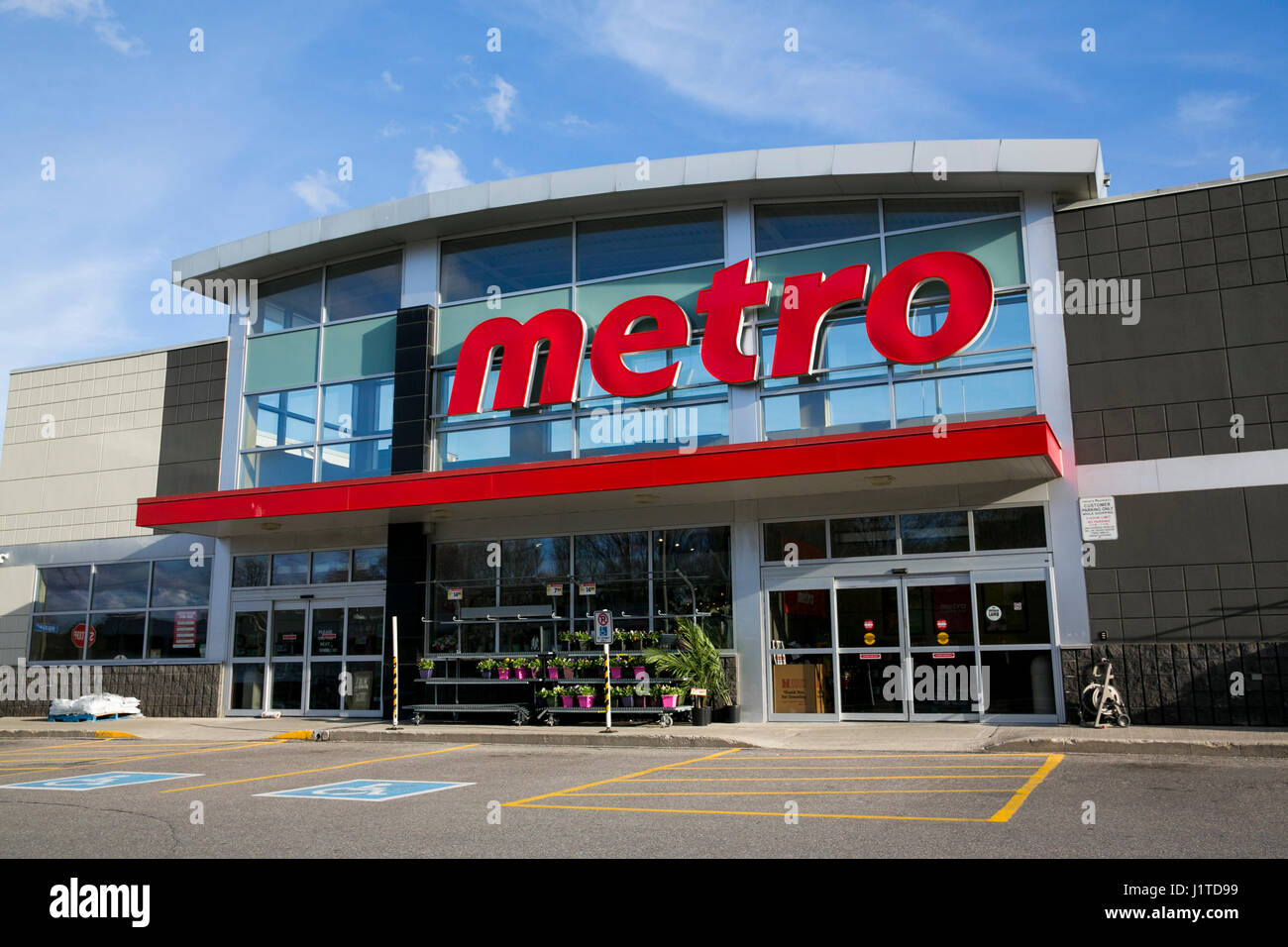a logo sign outside of a metro inc retail grocery store
