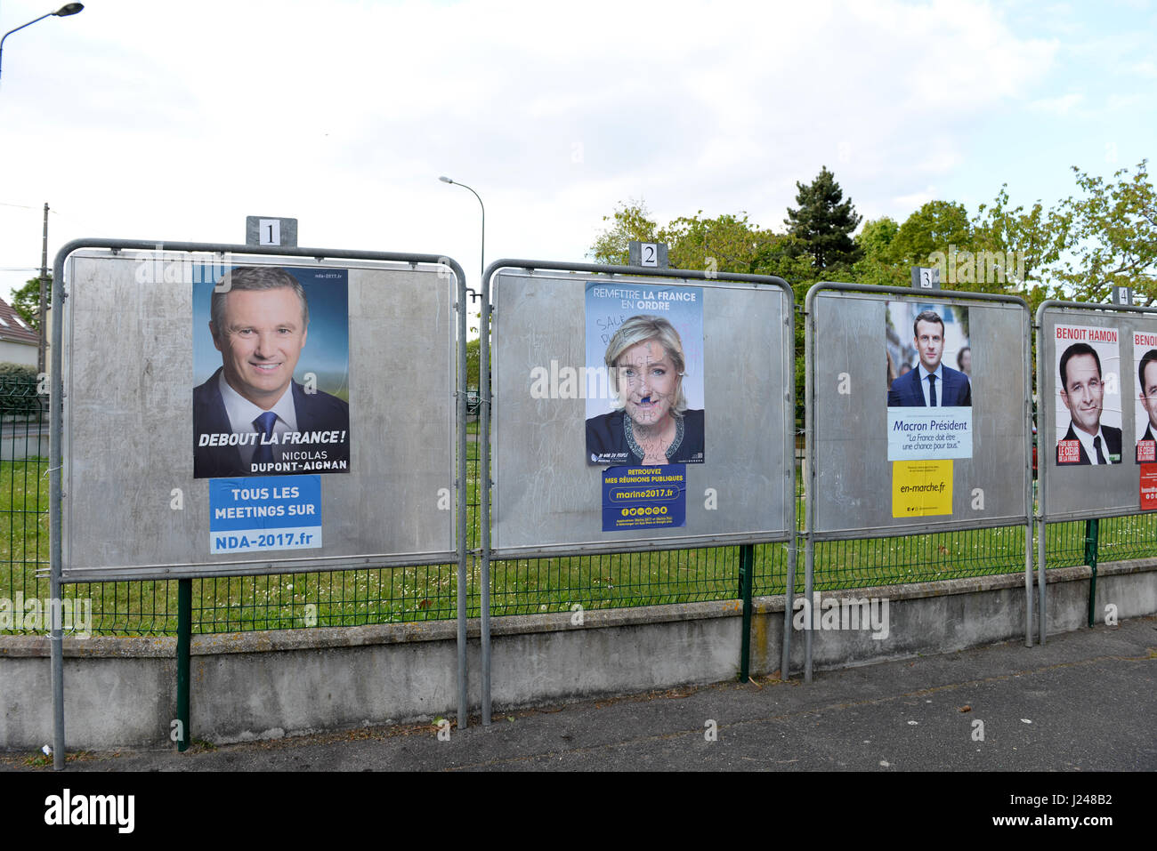 France elections 2017 live - 23rd Apr 2017 Conflans Sainte Honorine Polling Station During The First Round Of French Presidential Elections Credit Fausto Marci Alamy Live News