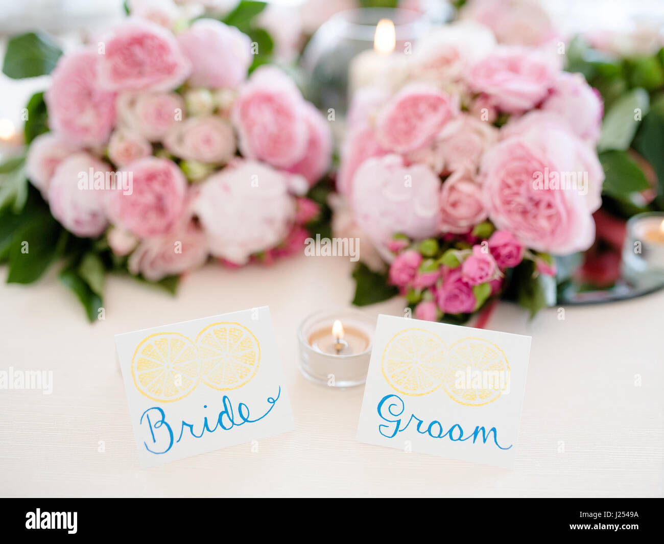 Attrayant Bride And Groom Table Setting In Wedding Reception