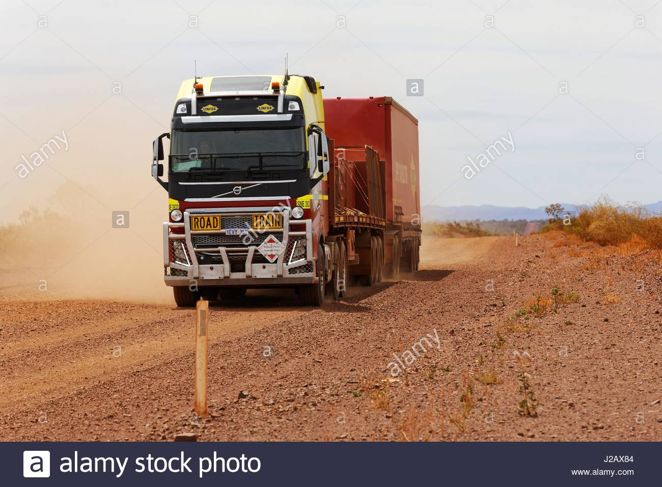 volvo-fh16-road-train-truck-on-outback-d