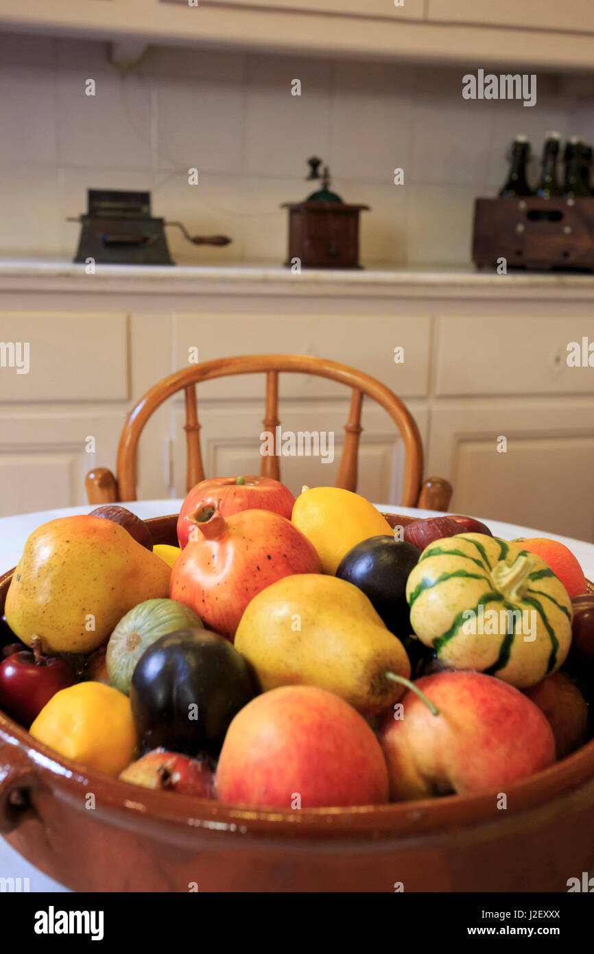 a bowl of fruit on display in a kitchen in casa mila the. Black Bedroom Furniture Sets. Home Design Ideas