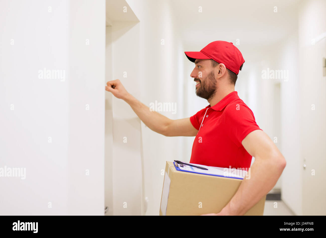 delivery man with parcel box knocking on door  sc 1 st  Alamy & delivery man with parcel box knocking on door Stock Photo Royalty ... pezcame.com