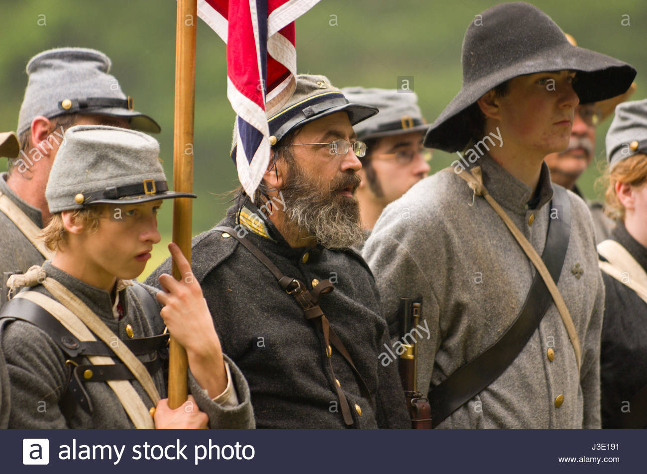 confederate-soldiers-in-line-after-mock-