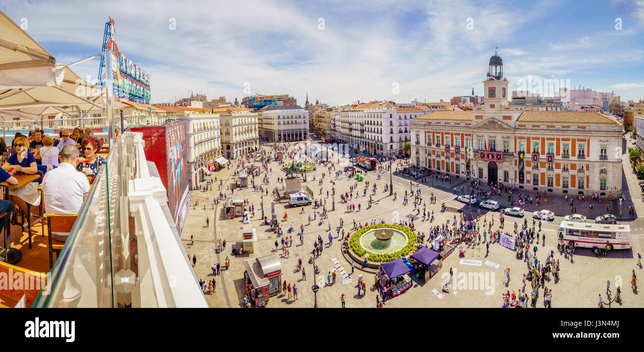 The puerta del sol square is the main public square in the for Centro oftalmologico puerta del sol