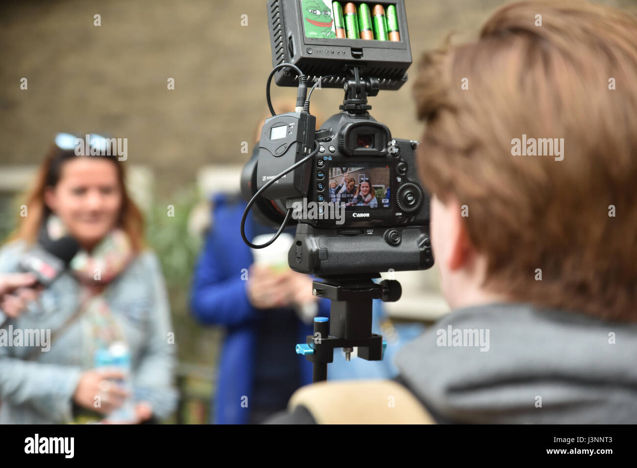 France elections 2017 live - 7th May 2017 Expatriate French People In South Kensington London Voting In The French Elections Credit Matthew Chattle Alamy Live News