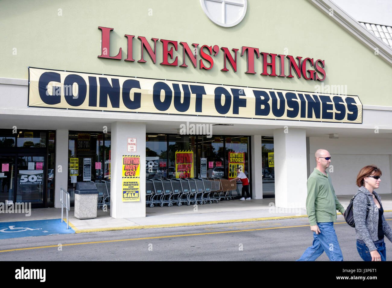 Naples Florida Linensn Things Store Franchise Chain Going Out Of Business Economy Sale Discounts National Retailer Home Decor F