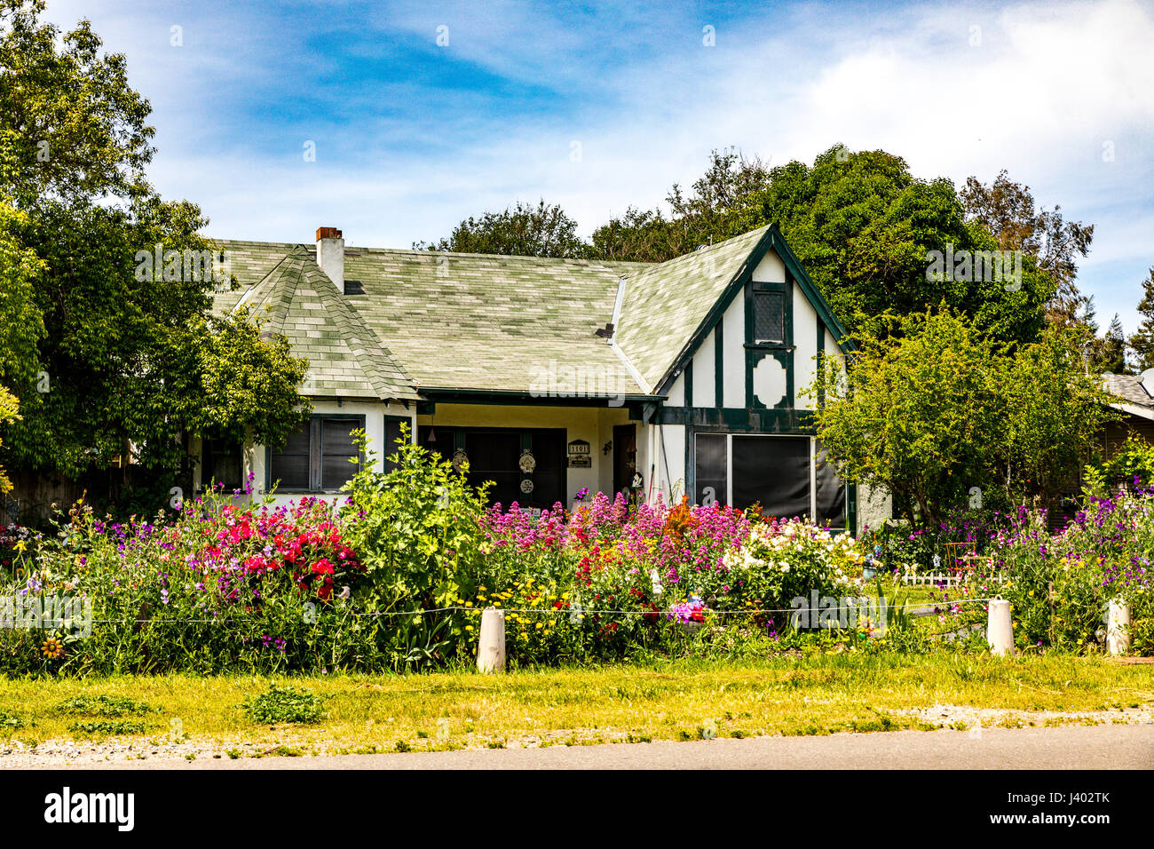 a-cute-little-cottage-in-modesto-califor