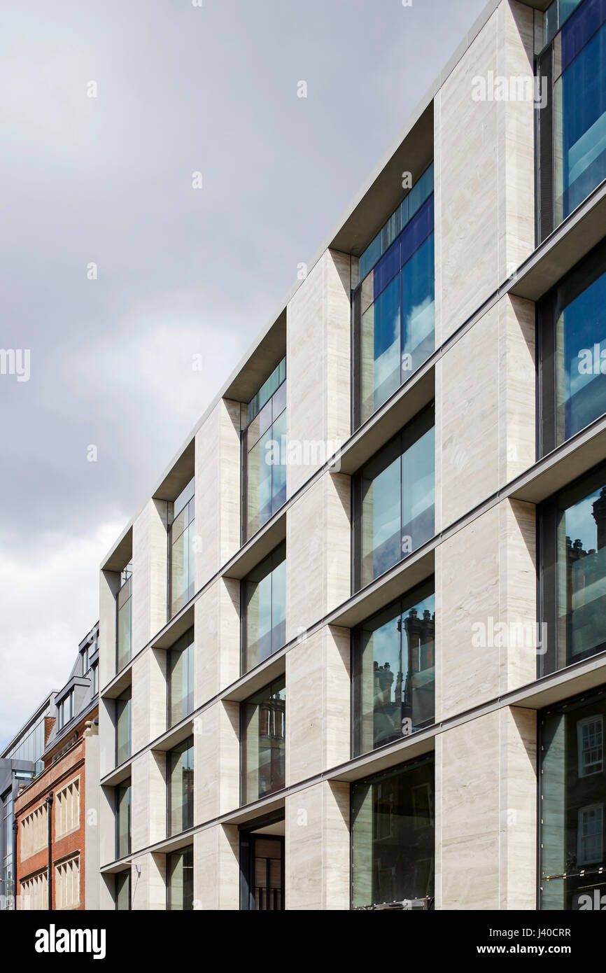 perspective along travertine facade chancery lane london united kingdom architect bennetts associates architects 2015 - Travertine Hotel 2015
