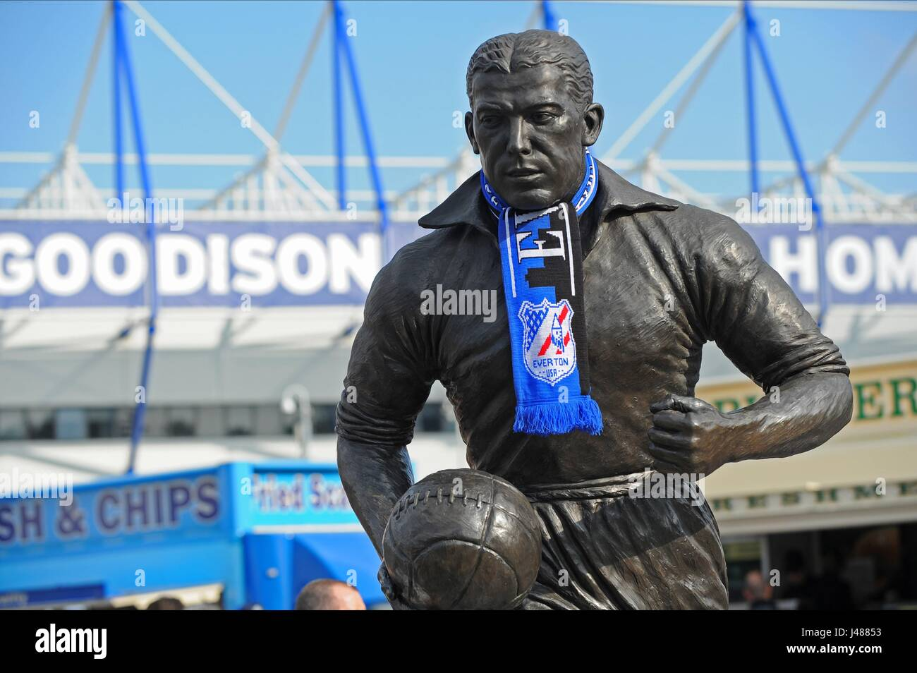 DIXIE DEAN STATUE WITH SCALF EVERTON FCV LIVERPOOL FC GOODISON