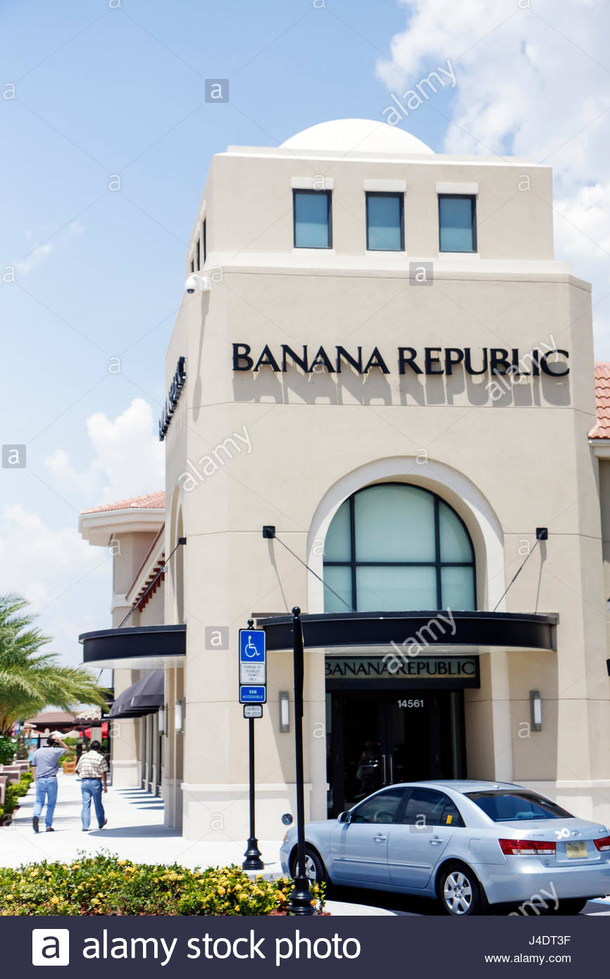 The Shops at Pembroke Gardens is managed by Jeffrey R Anderson Real Estate, Inc. with an office located on site. Mall Management can be found at the southeast end of the shopping center on the parking lot side in the Guest Services office.