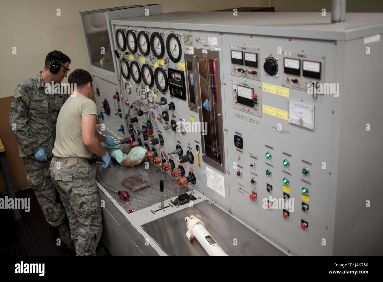 u s  air force hydraulics technicians from the 18th component stock photo  royalty free image
