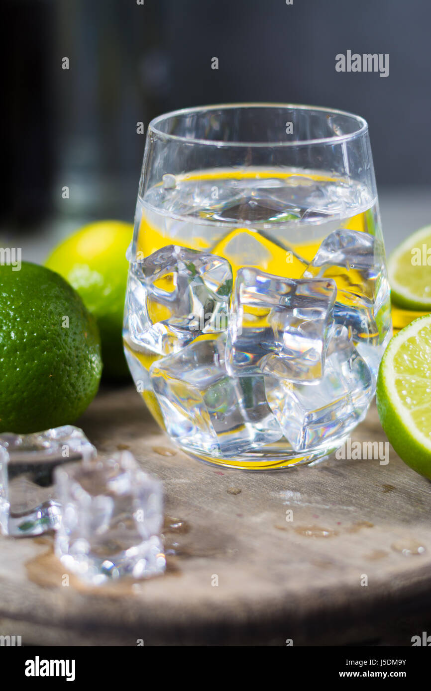 Squeeze lime stock photos squeeze lime stock images alamy for Cocktail preparation