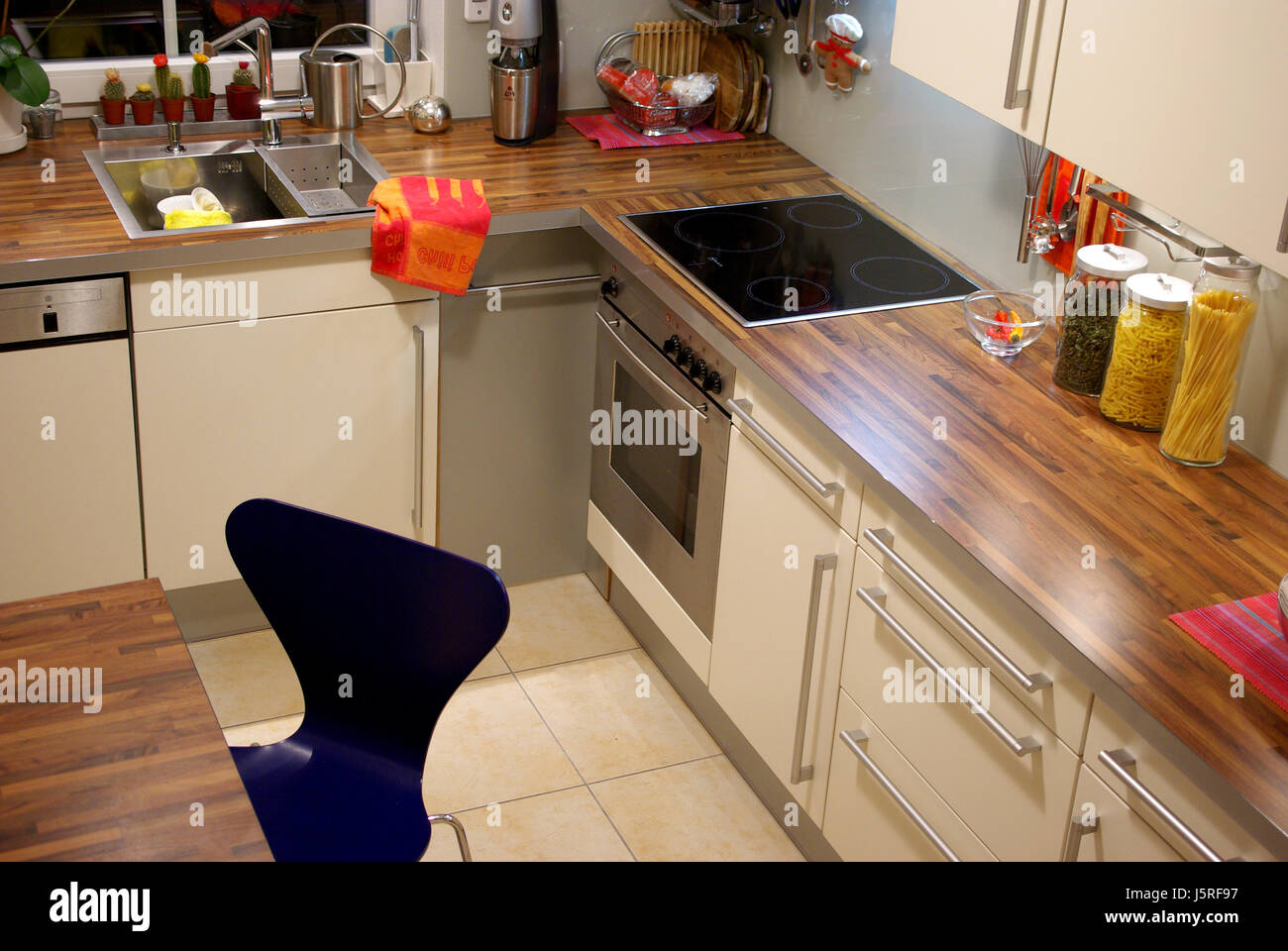 Furniture Flow Room Ceramic Tiles Kitchen Cuisine Housing Space Snug Fitted    Stock Image