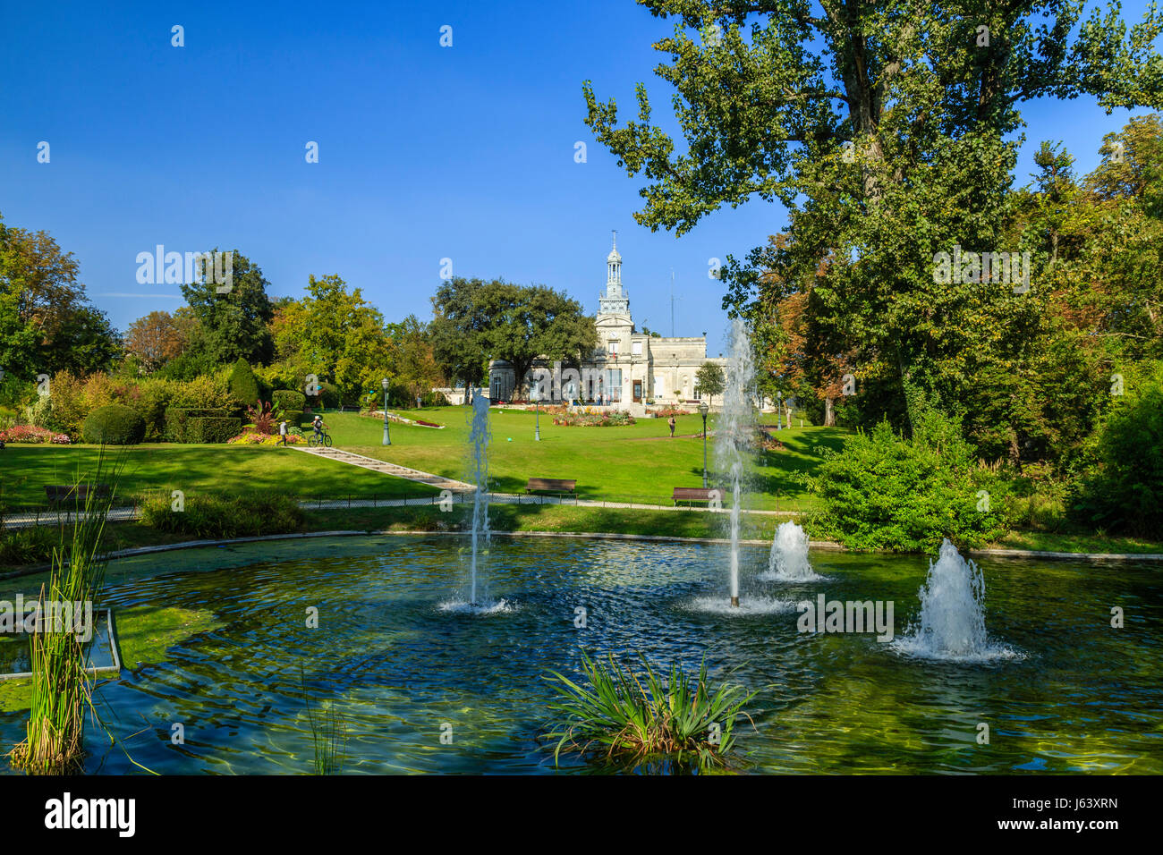Charente 16 stock photos charente 16 stock images alamy for Jardin facile cognac