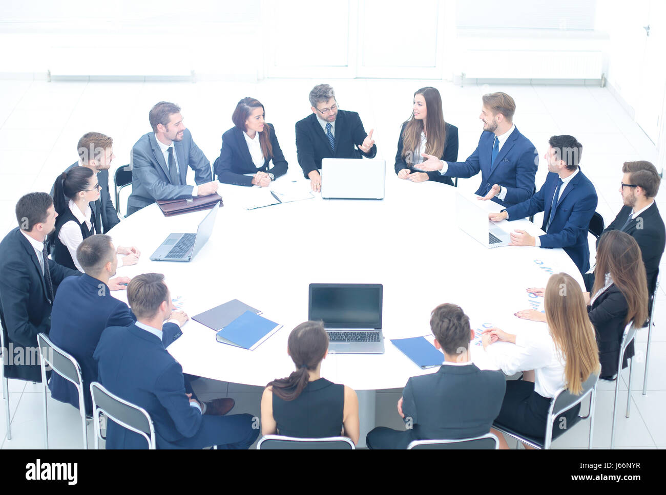 Merveilleux Participants In A Business Meeting Sitting At A Round Table And Listen To  The Debate Of Business Leaders In The Discussion Of The Financial Agreement.