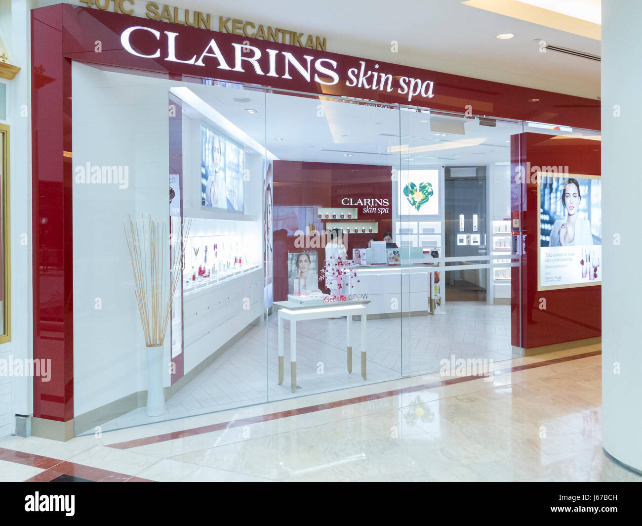 Clarins stock photos clarins stock images alamy for Clarins salon