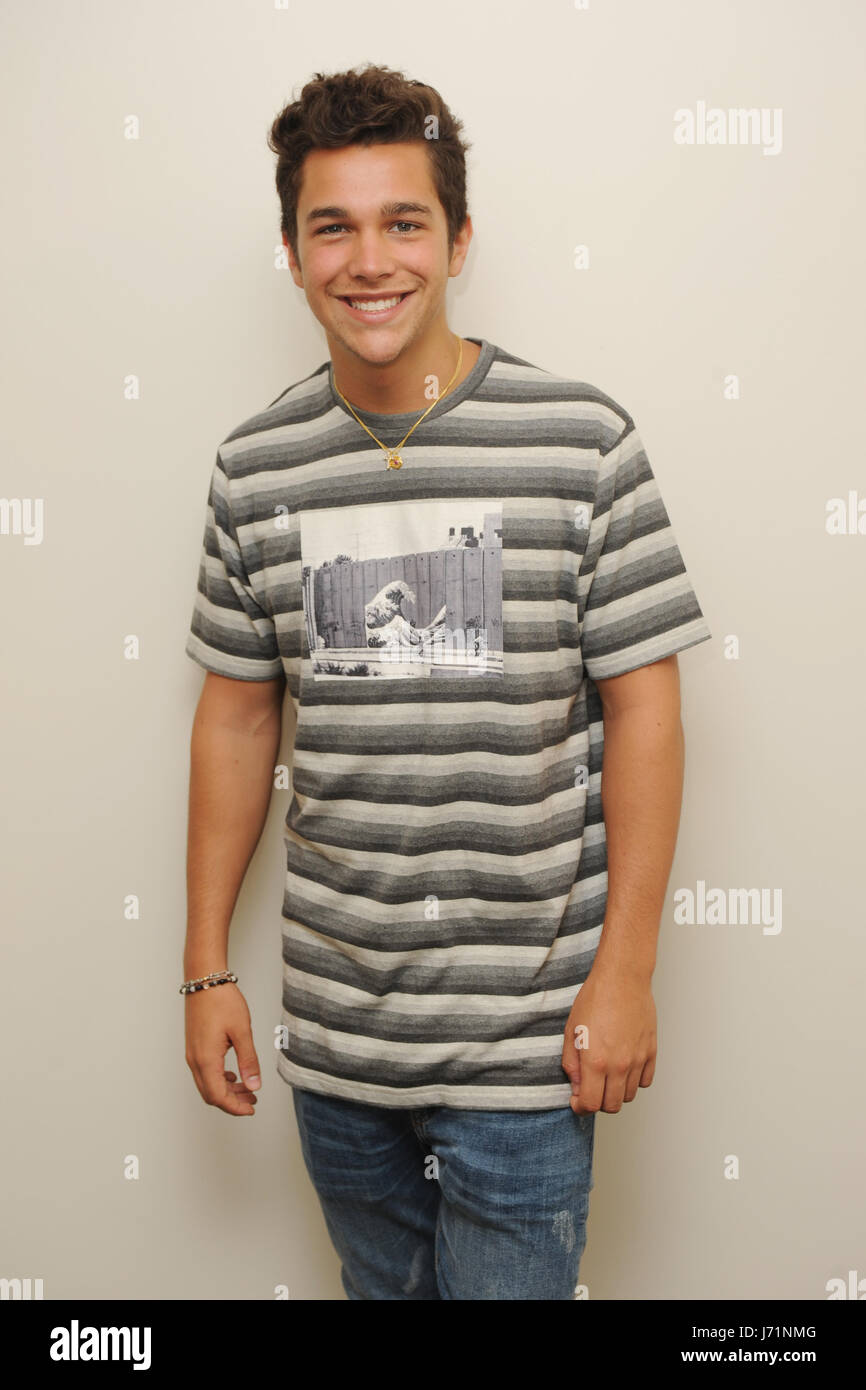 Hollywood fl usa 22nd may 2017 austin mahone poses for at austin mahone poses for at radio station hits 973 live on may 22 2017 in hollywood florida credit mpi04media punchalamy live news voltagebd Image collections