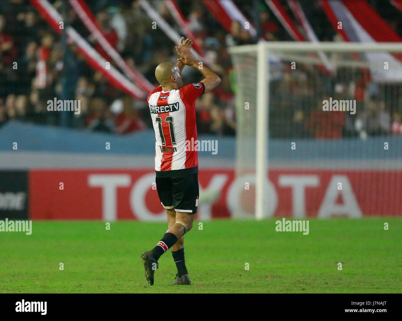 Estudiantes Juan Sebastian Veron greets the supporters after the