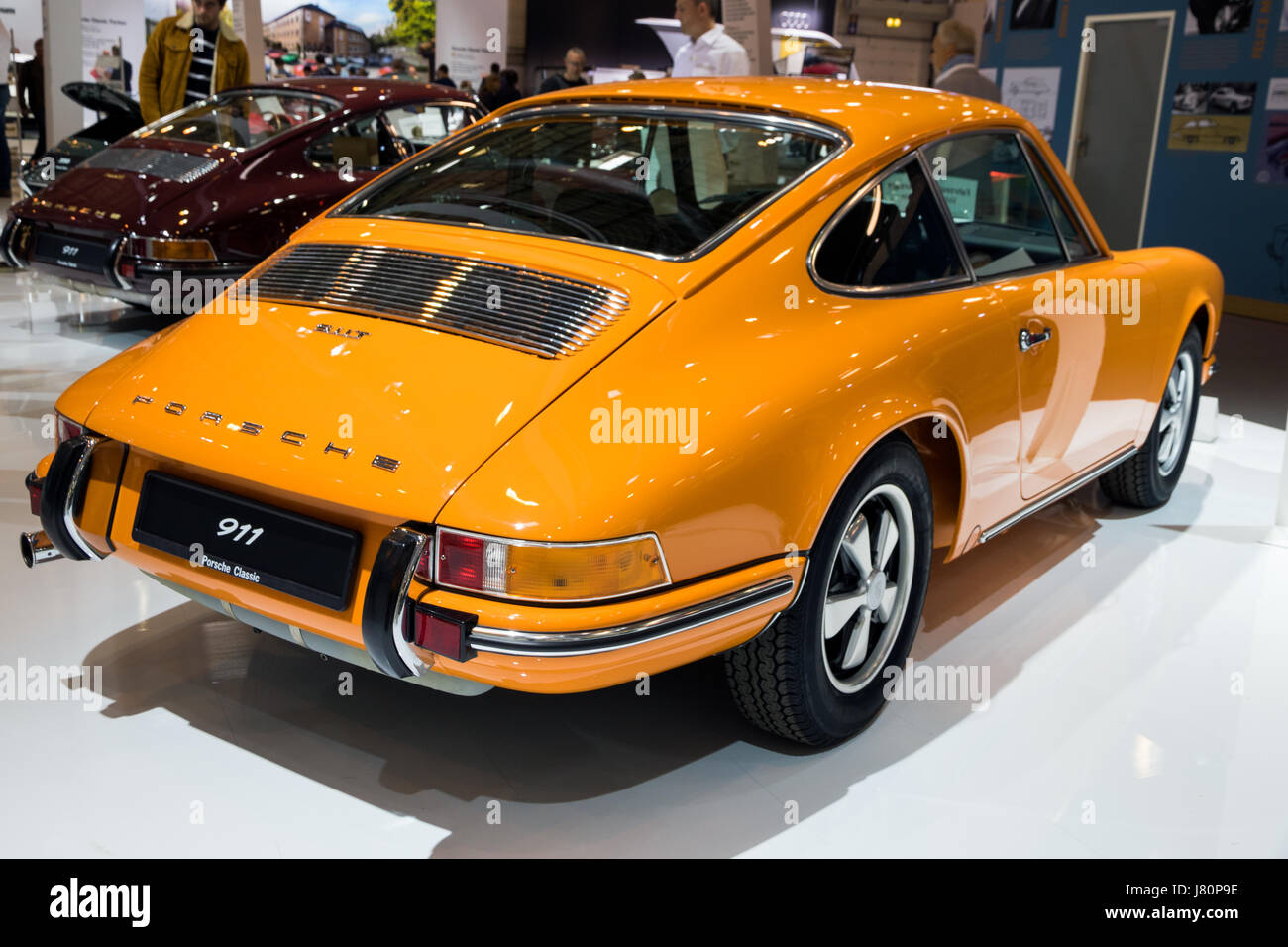 essen germany apr 6 2017 vintage 1970 porsche 911 2 2 coupe stock photo 142617706 alamy. Black Bedroom Furniture Sets. Home Design Ideas