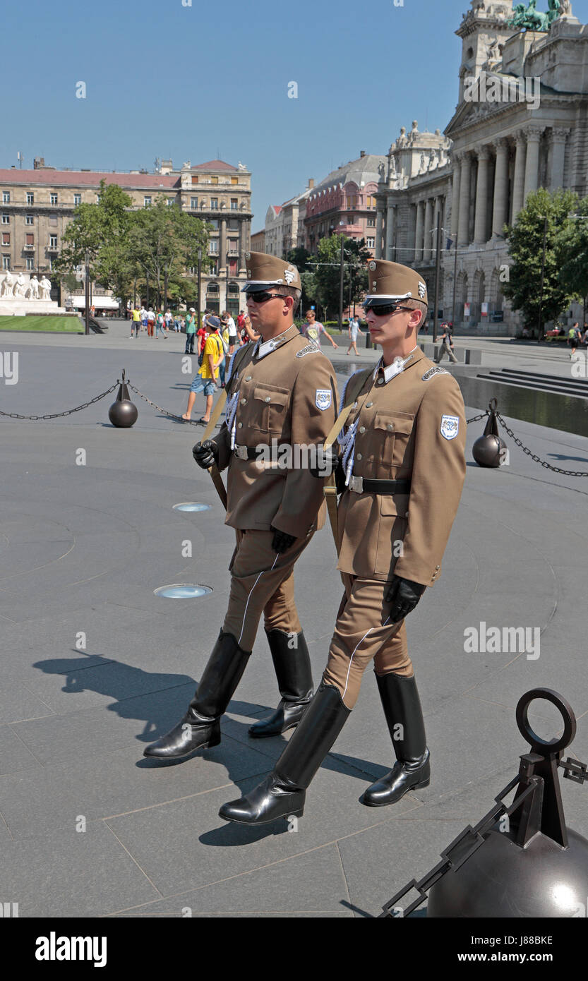guards walking around the hungarian flag on lajos kossuth square