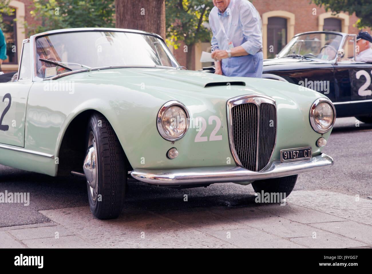 http://c8.alamy.com/comp/J9YGG7/casale-monferrato-italy-june-8-1956-lancia-aurelia-b-driven-by-carrera-J9YGG7.jpg