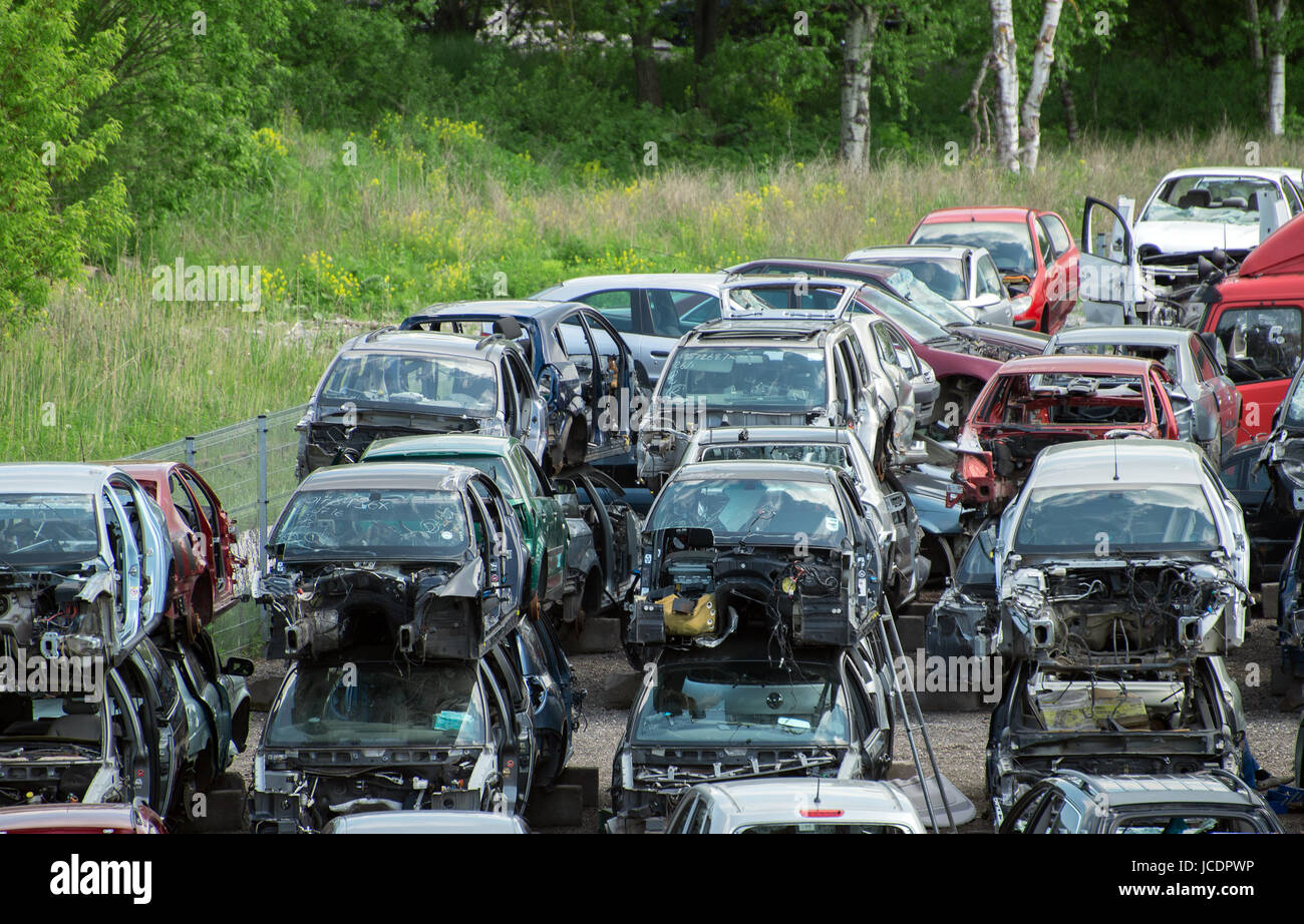 Old vehicles in scrap yard Stock Photo: 145362162 - Alamy