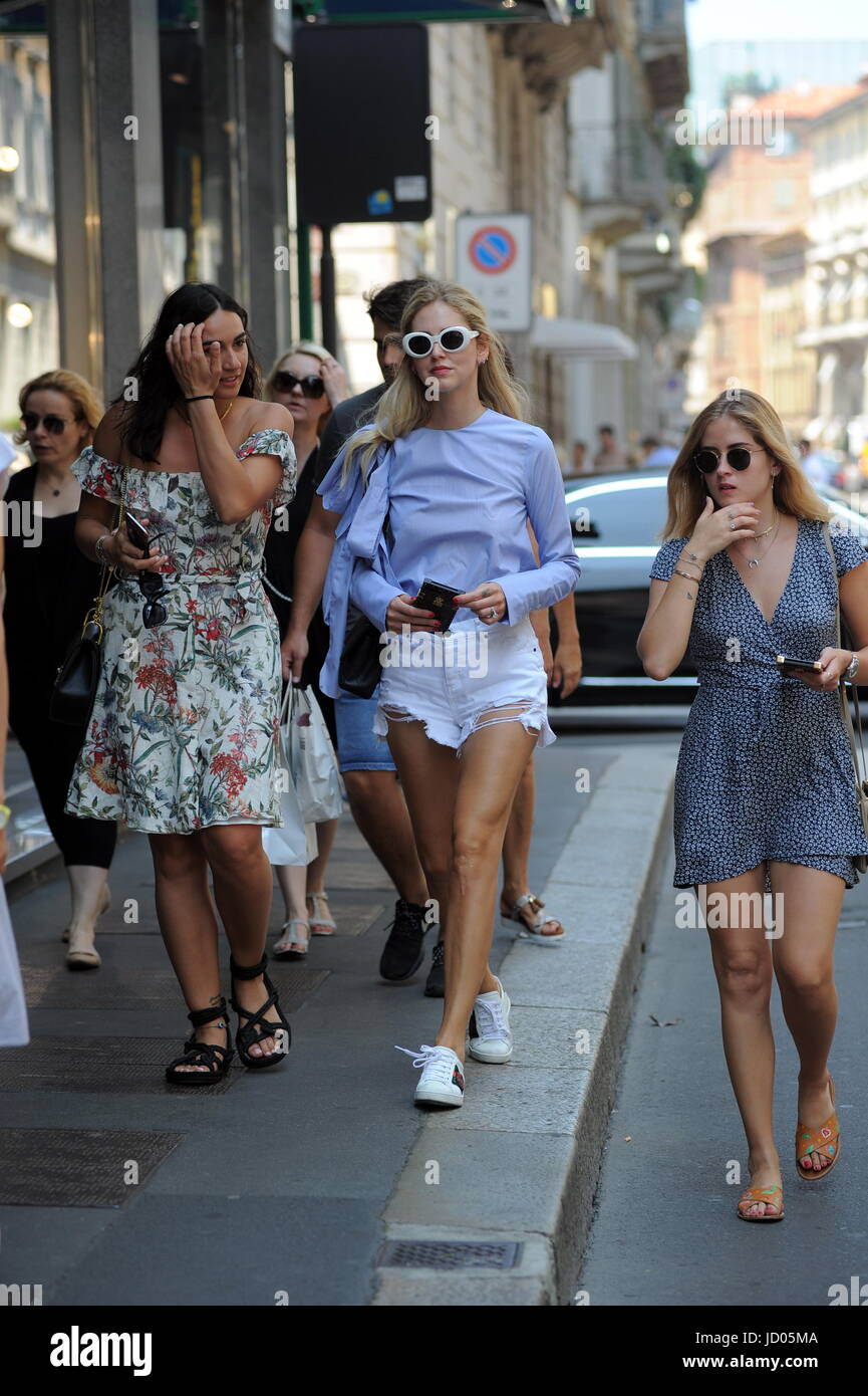 Famous fashion blogger - Special Fee Milan Chiara Ferragni Shopping With Her Sister Valentina The Famous Fashion Blogger Of The Moment Chiara Ferragni Arrives In The Center And