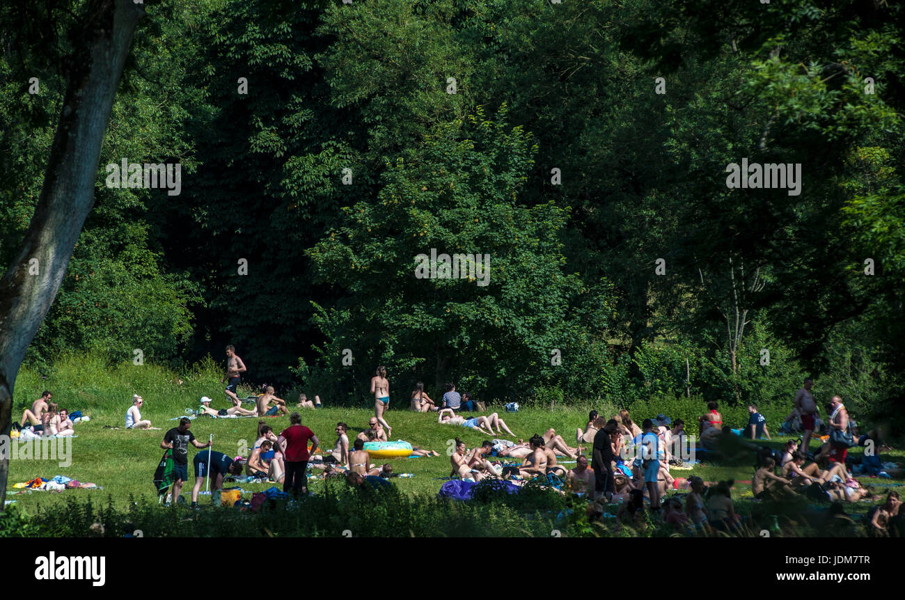Bath Claverton Warleigh Weier St Jun Uk Weather As Heat Wave Brings Hottest  June For Years People Flock To Warleigh Weier To Cool Off With Weier With  Weier ...