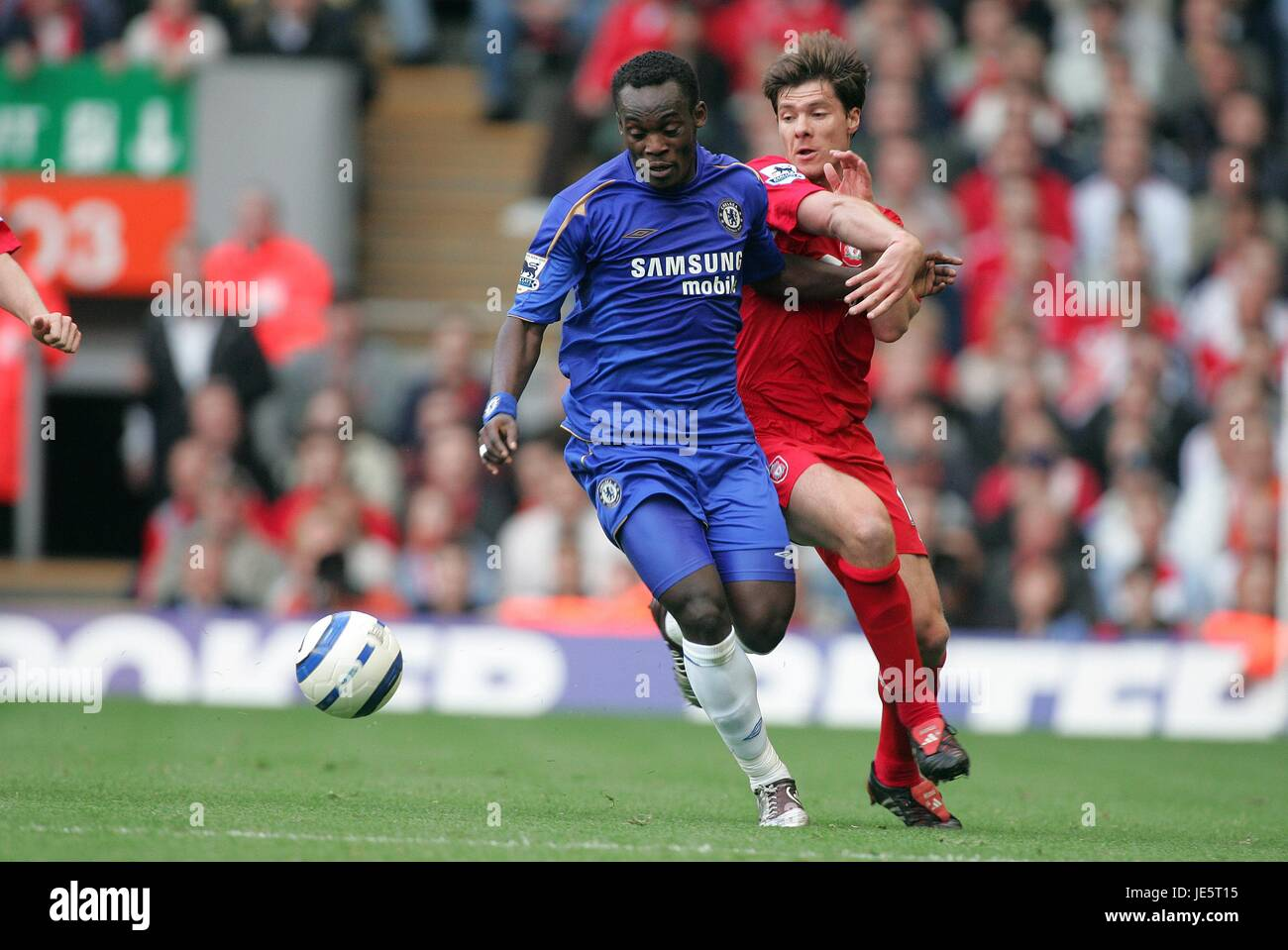 MICHAEL ESSIEN & XABI ALONSO LIVERPOOL V CHELSEA ANFIELD LIVERPOOL