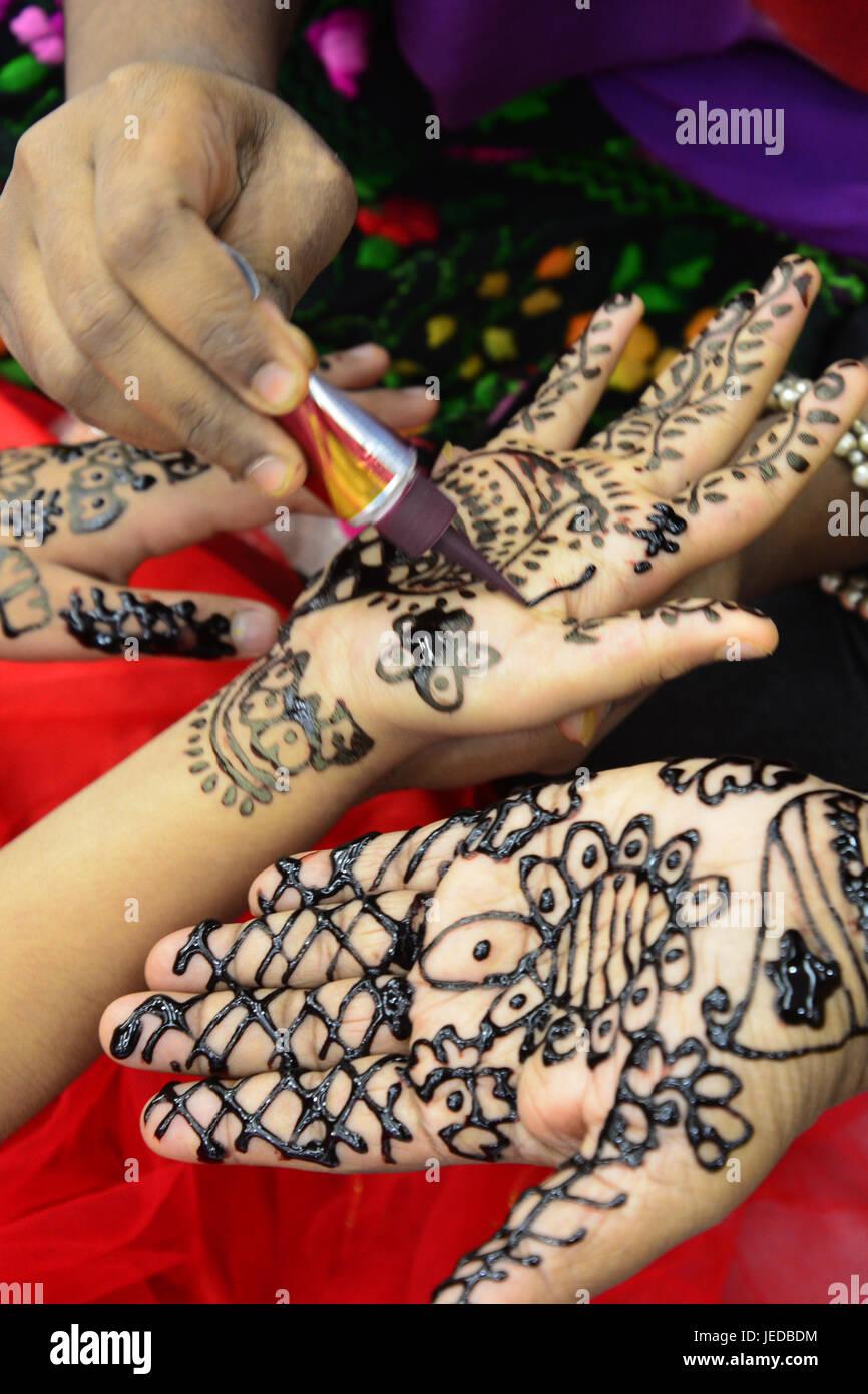 Popular Bangladeshi Eid Al-Fitr Decorations - dhaka-bangladesh-23rd-june-2017-bangladeshi-women-decorate-hands-with-JEDBDM  You Should Have_475378 .jpg