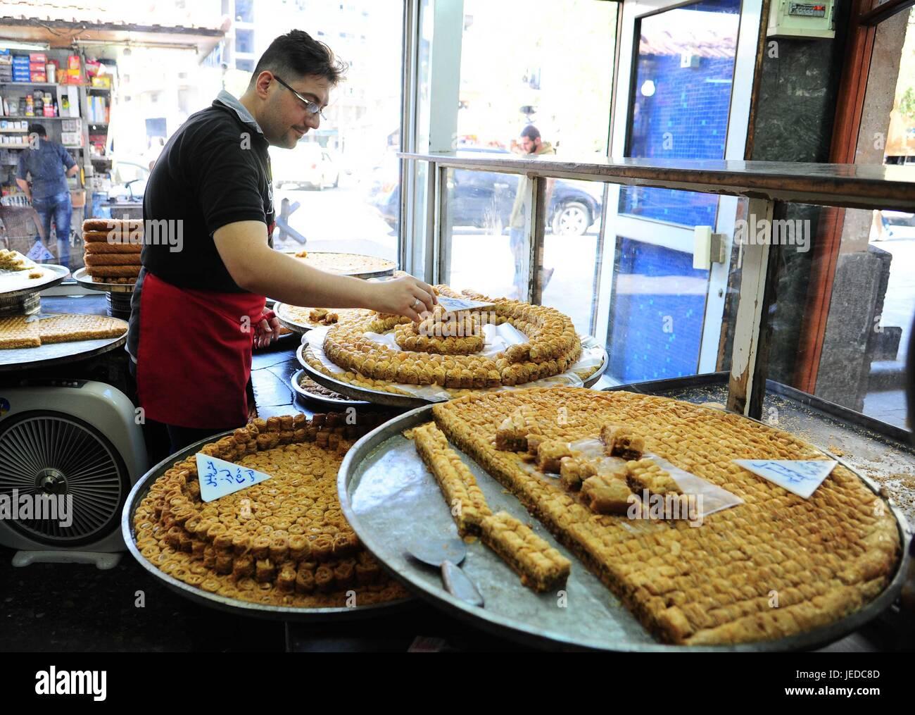 Wonderful Dessert Eid Al-Fitr Feast - damascus-syria-23rd-june-2017-a-sweet-maker-prepares-traditional-sweets-JEDC8D  Photograph_495636 .jpg