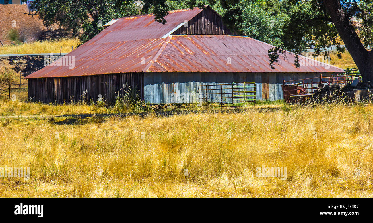 Exceptional Old Wood U0026 Metal Barn With Rusted Tin Roof