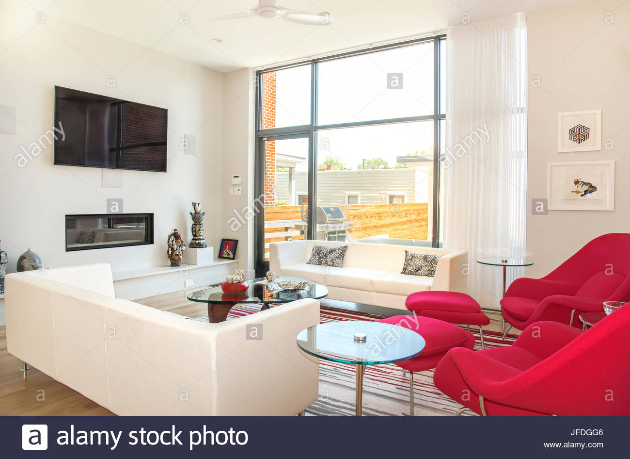 Modern living room, seating area, with Knoll lounge chairs, Noguchi ...